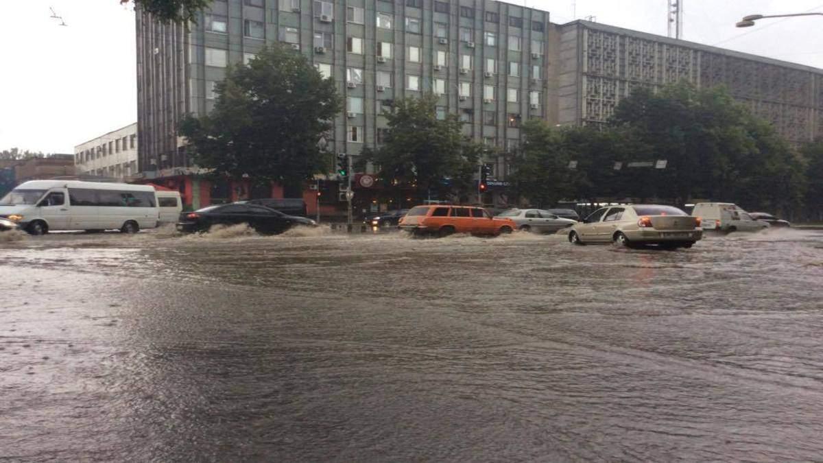 Запоріжжя та Харків накрила потужна злива: відео негоди