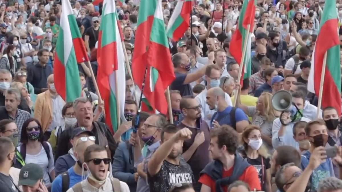 Протести у Болгарії переросли в сутички з поліцією: причини