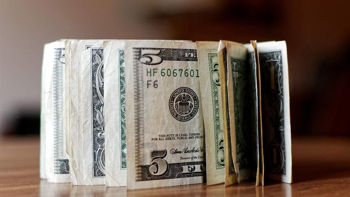 Доллар падает, акции растут: что коронавирус делает с рынками