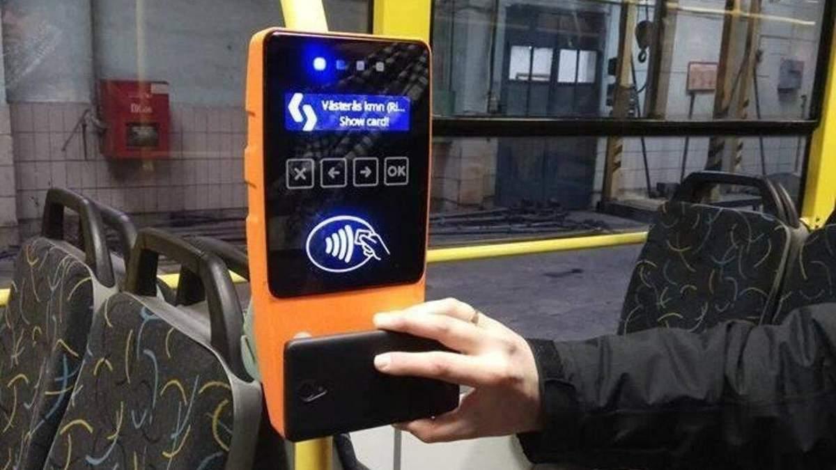 В Киеве запустят оплату за проезд банковской карточкой: когда именно