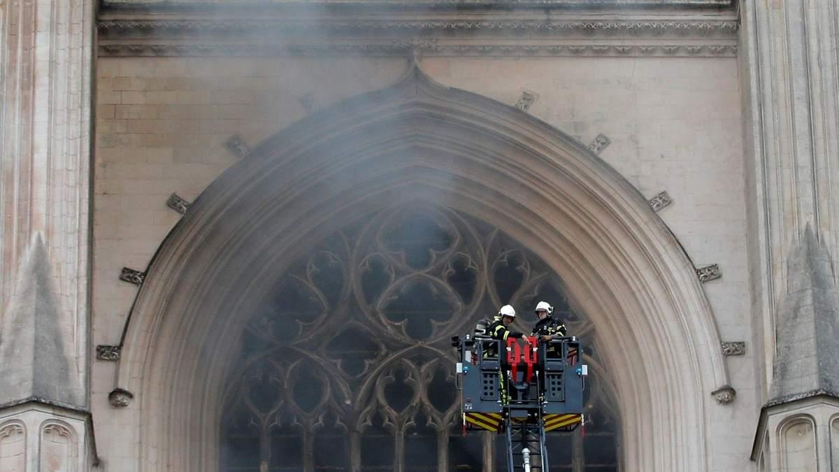 Пожар в соборе Нанта 18.07.2020: что сгорело, реакция Макрона