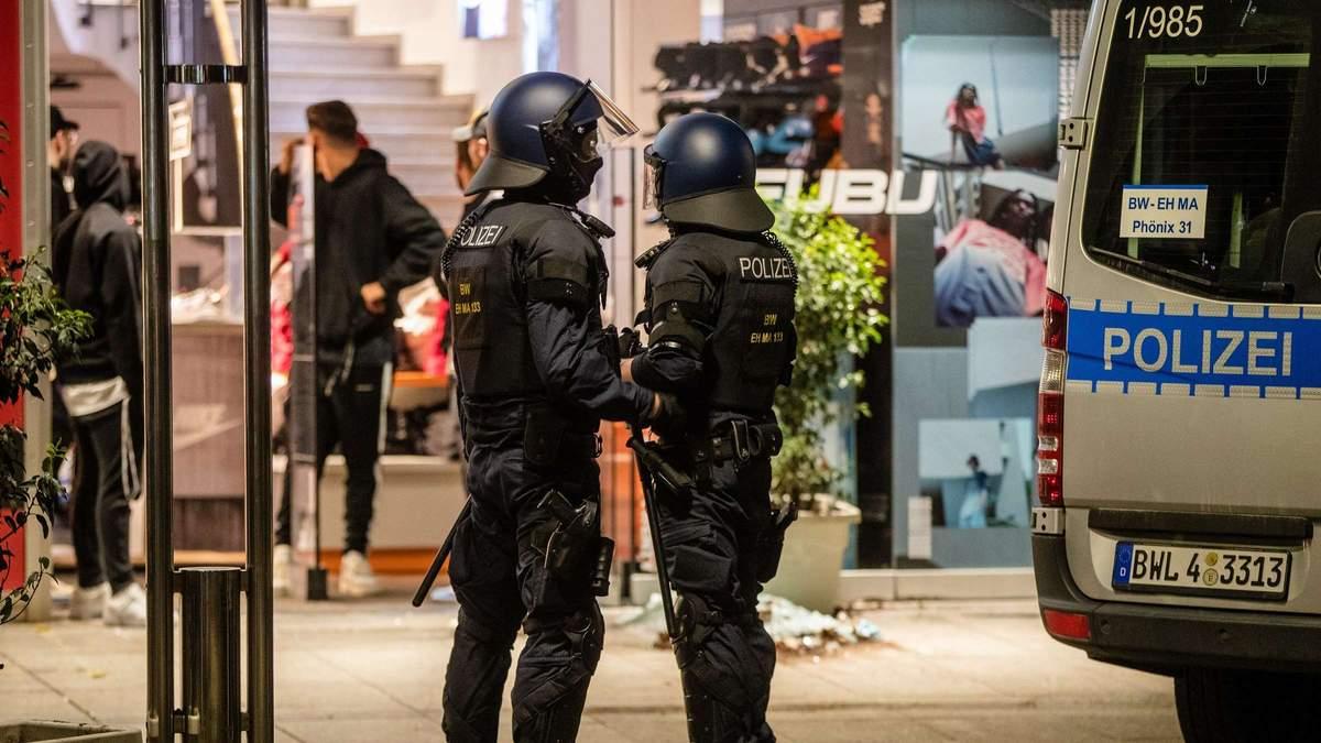 Вечірка у Франкфурті закінчилася масовою бійкою