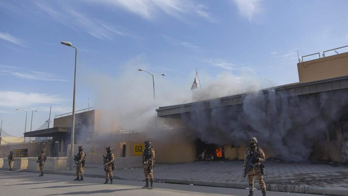 Серія вибухів внаслідок падіння ракет пролунала біля посольства США в Іраку: що відомо