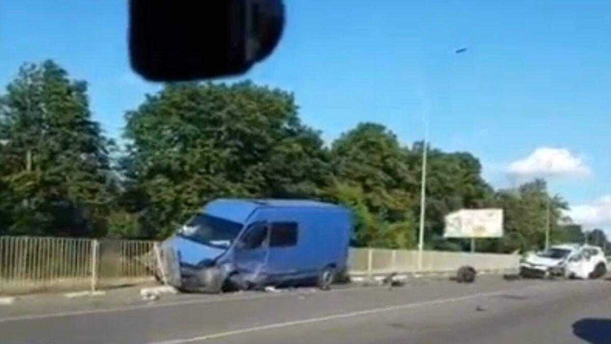 ДТП з громадянами Росії під Києвом: відео з місця аварії