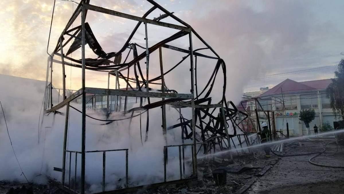 В курортній Затоці згоріли дві бази відпочинку: моторошні фото