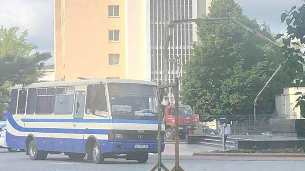 Захоплений автобус із заручниками