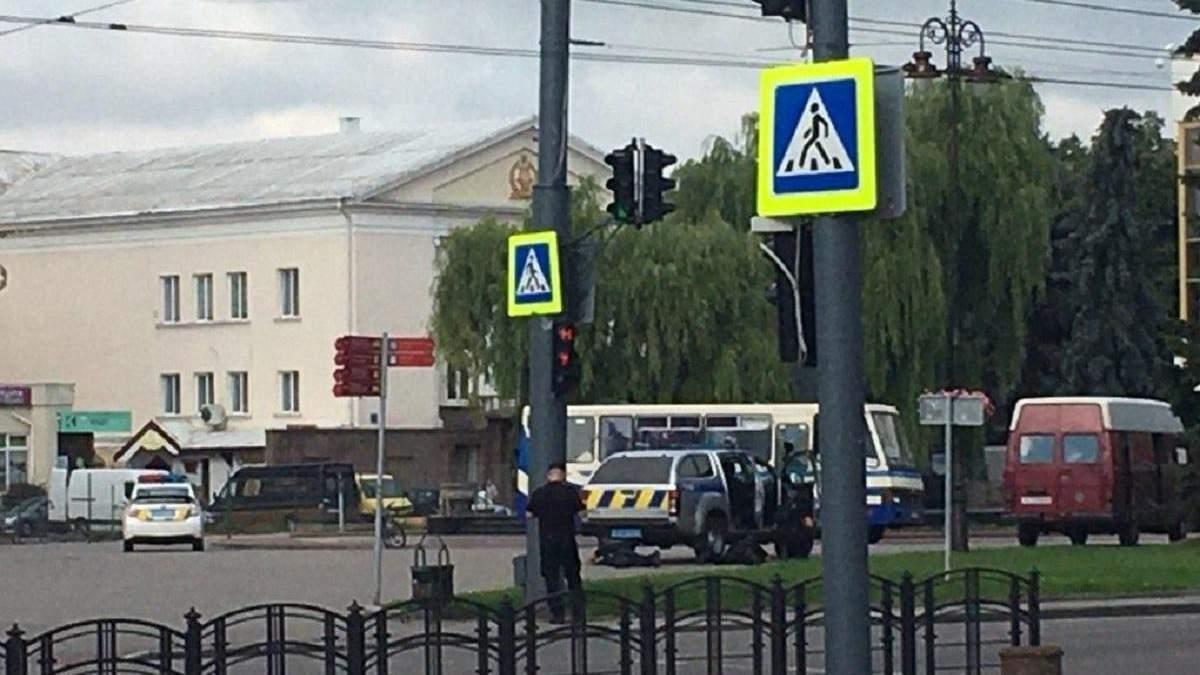 Автобус із заручниками в центрі Луцька