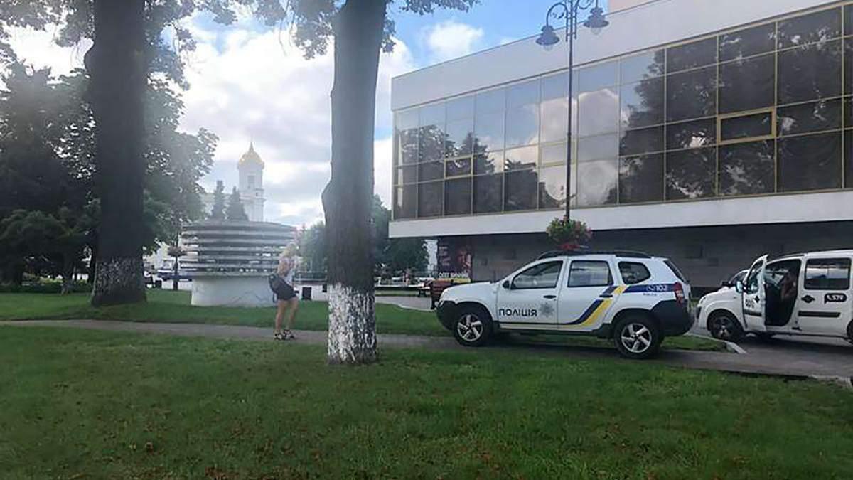 В центре Луцка на месте захвата заложников прогремели взрывы и выстрелы: что известно