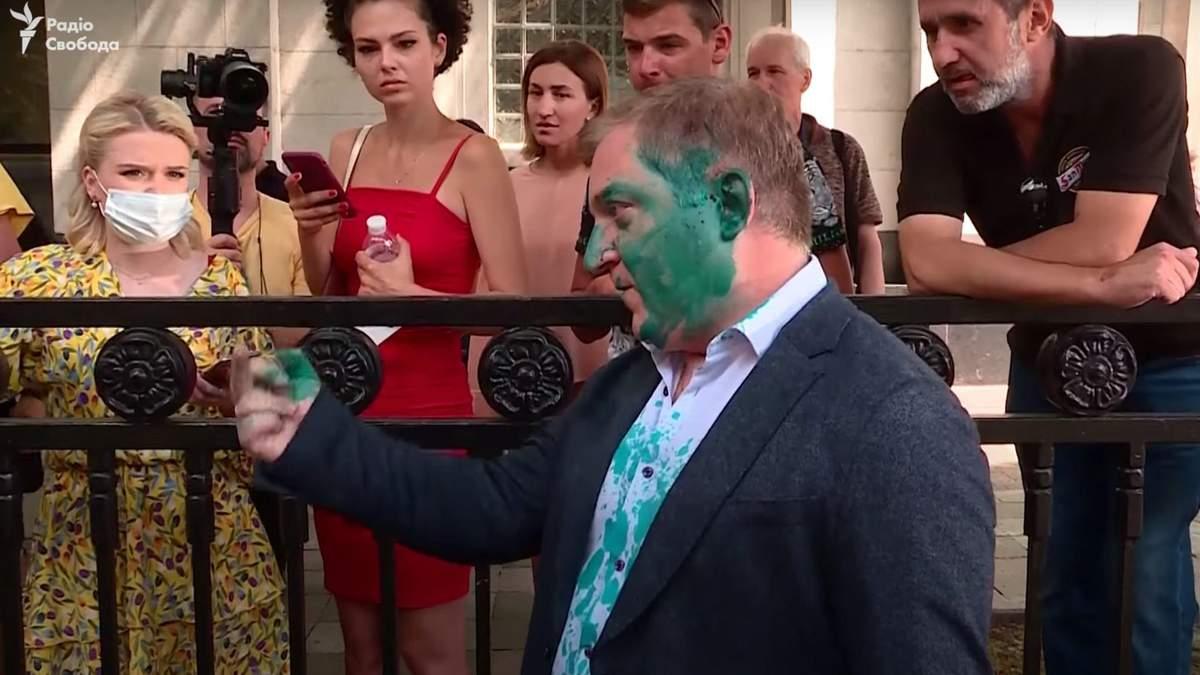 Олега Волошина облили Зеленкою
