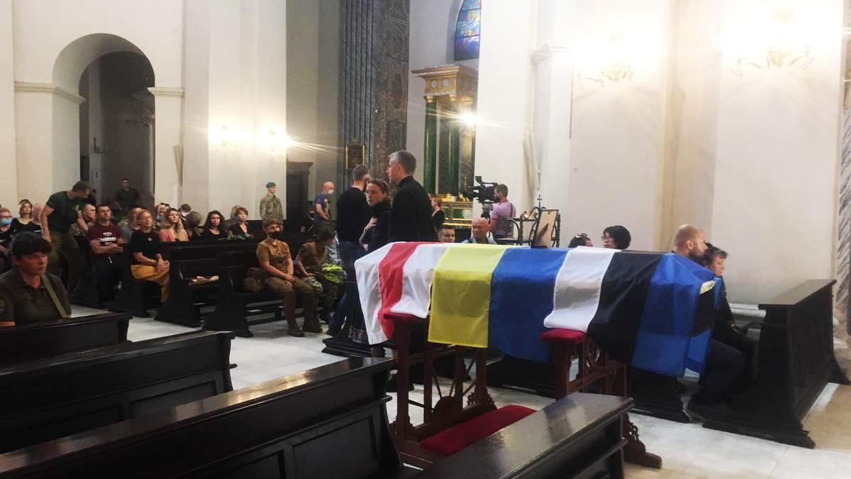 В Киеве прощаются с погибшим на Донбассе Николаем Илиным - фото
