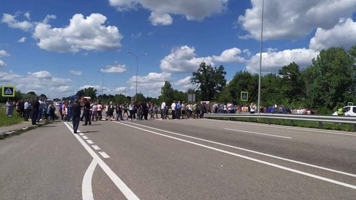 На Полтавщине перекрыли международную трассу Киев - Харьков: фото, видео