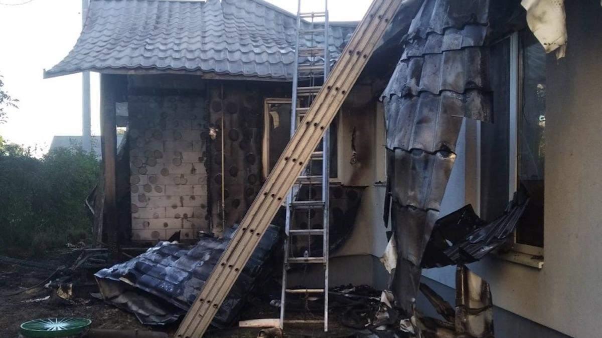 Встигли вибігти після гучного хлопка, – теща Шабуніна розповіла деталі про підпал будинку