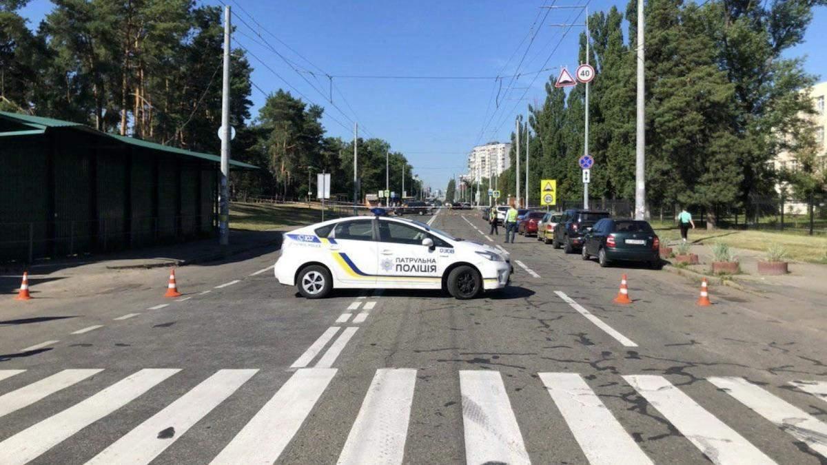 У підозрілому пакеті на зупинці громадського транспорту у Києві знайшли яйця і молоко, – ЗМІ