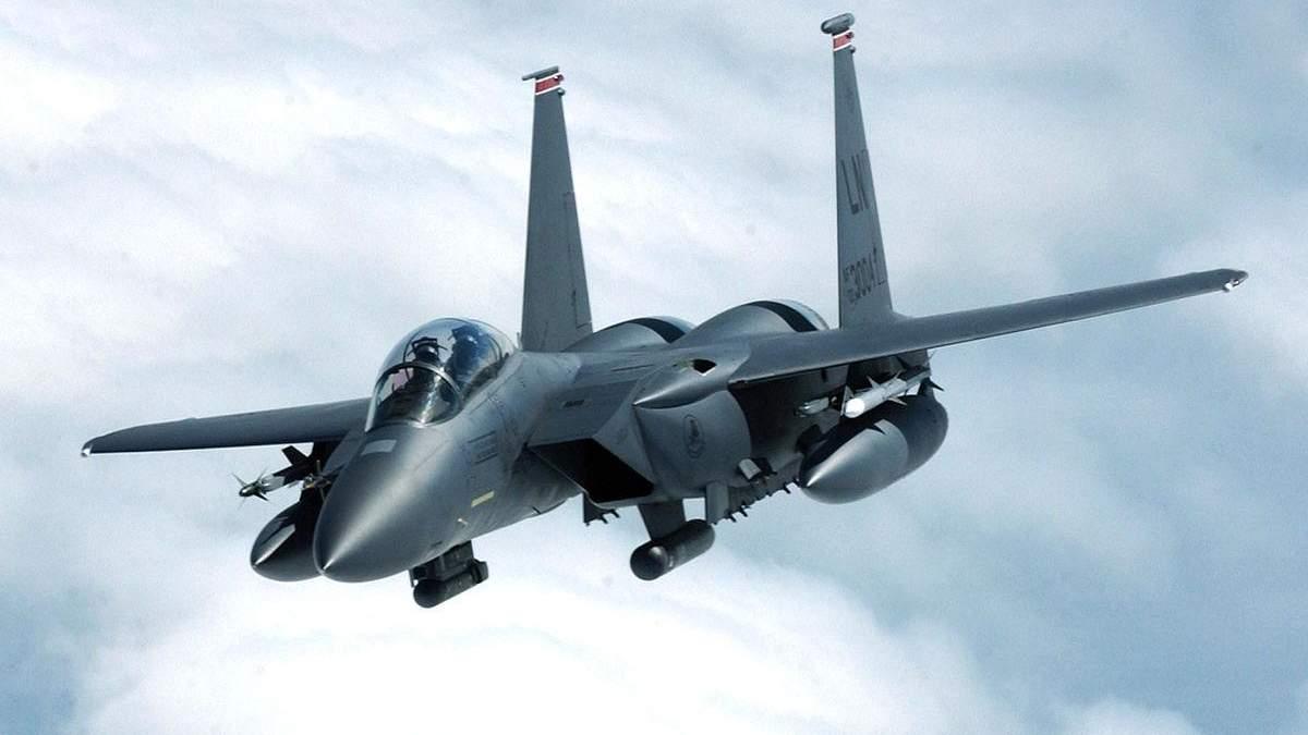 Перехоплення пасажирського літака винищувачами F-15