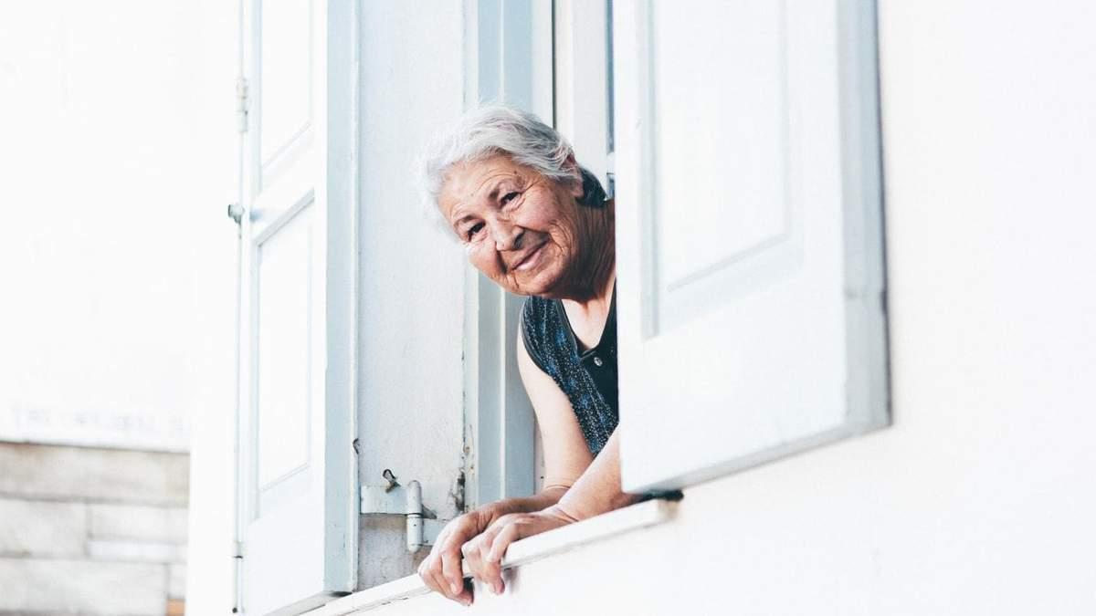 Пожилые люди в группе риска COVID-19