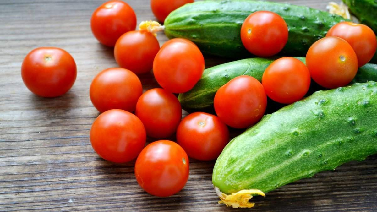 Импортные огурцы и помидоры