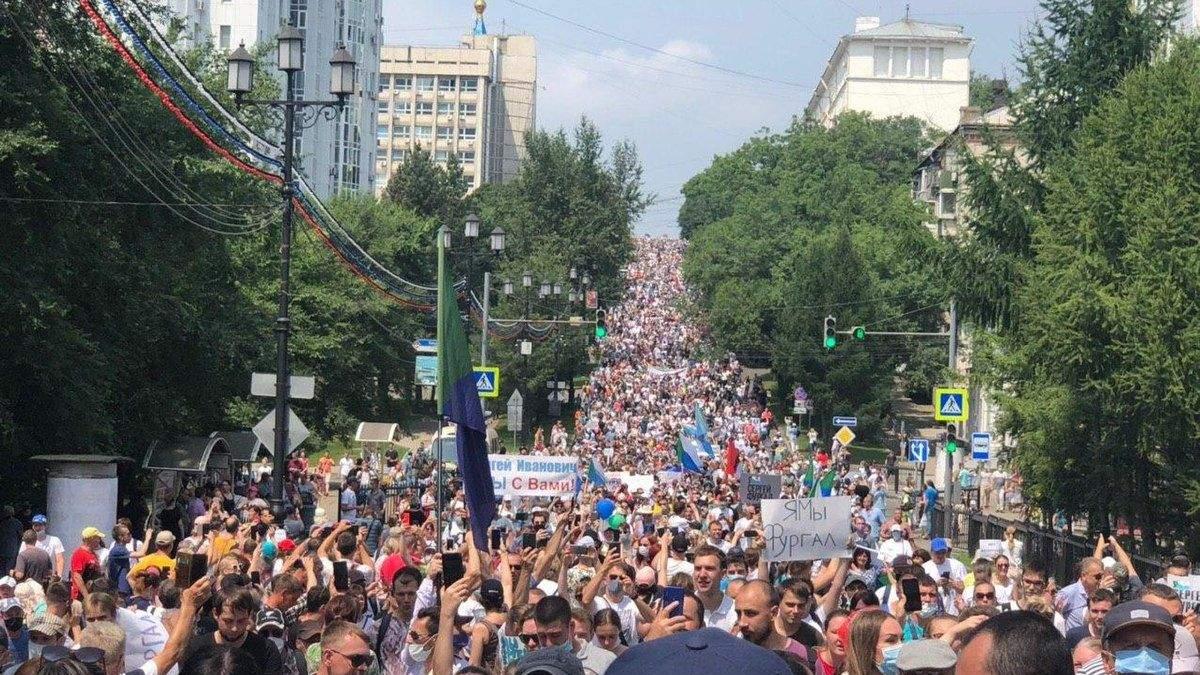 У Хабаровську люди влаштували наймасовіший мітинг і вимагають відставки Путіна