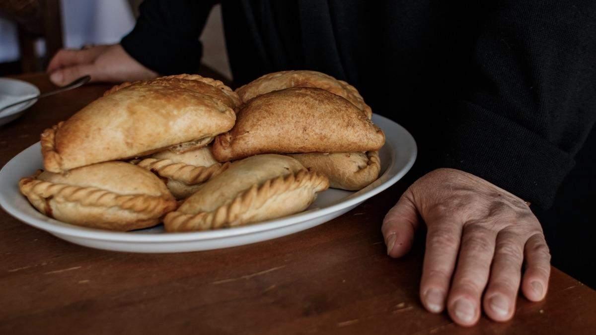 Життєво небезпечні пиріжки: у Вінниці поліцейські шукали вибухівку, а знайшли смаколики