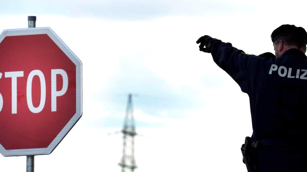 Австрія внесла Україну в червоний список: що це означає