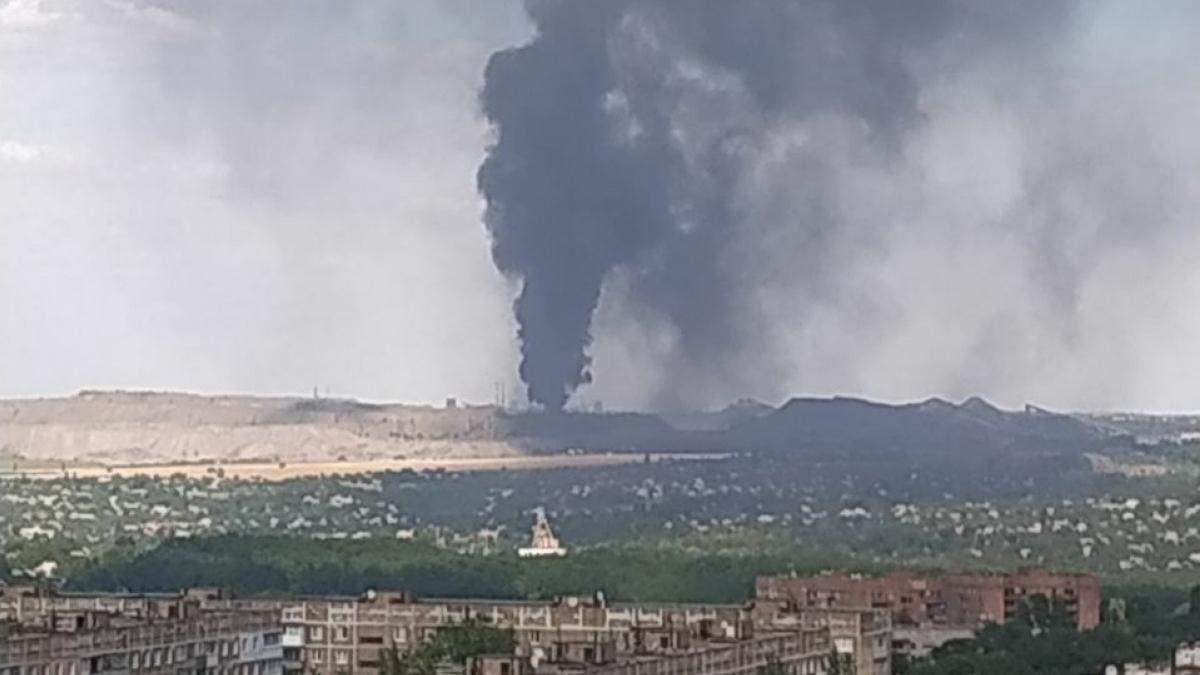 Возле оккупированного Донецкая возник масштабный пожар: местные заявляют об ядовитом облаке – все подробности