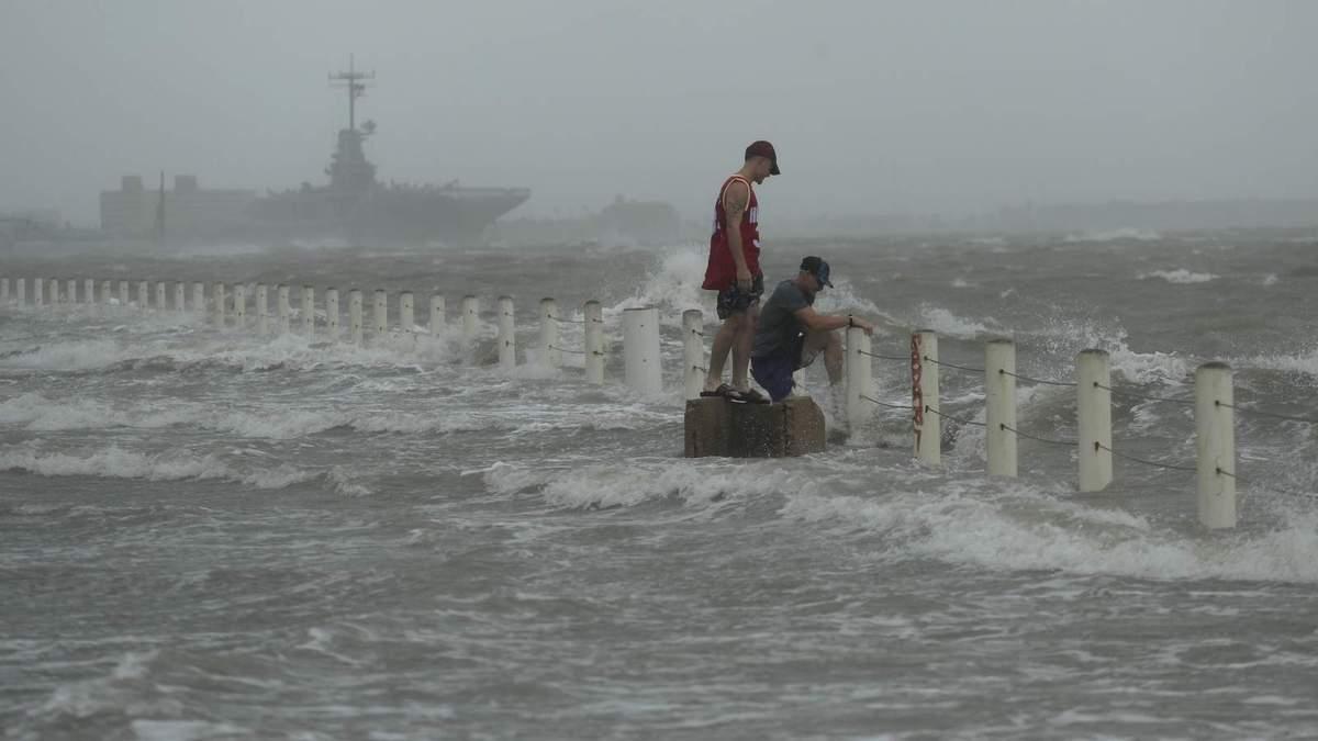 Ураган Ханна ударил по США 26 июля 2020 - видео