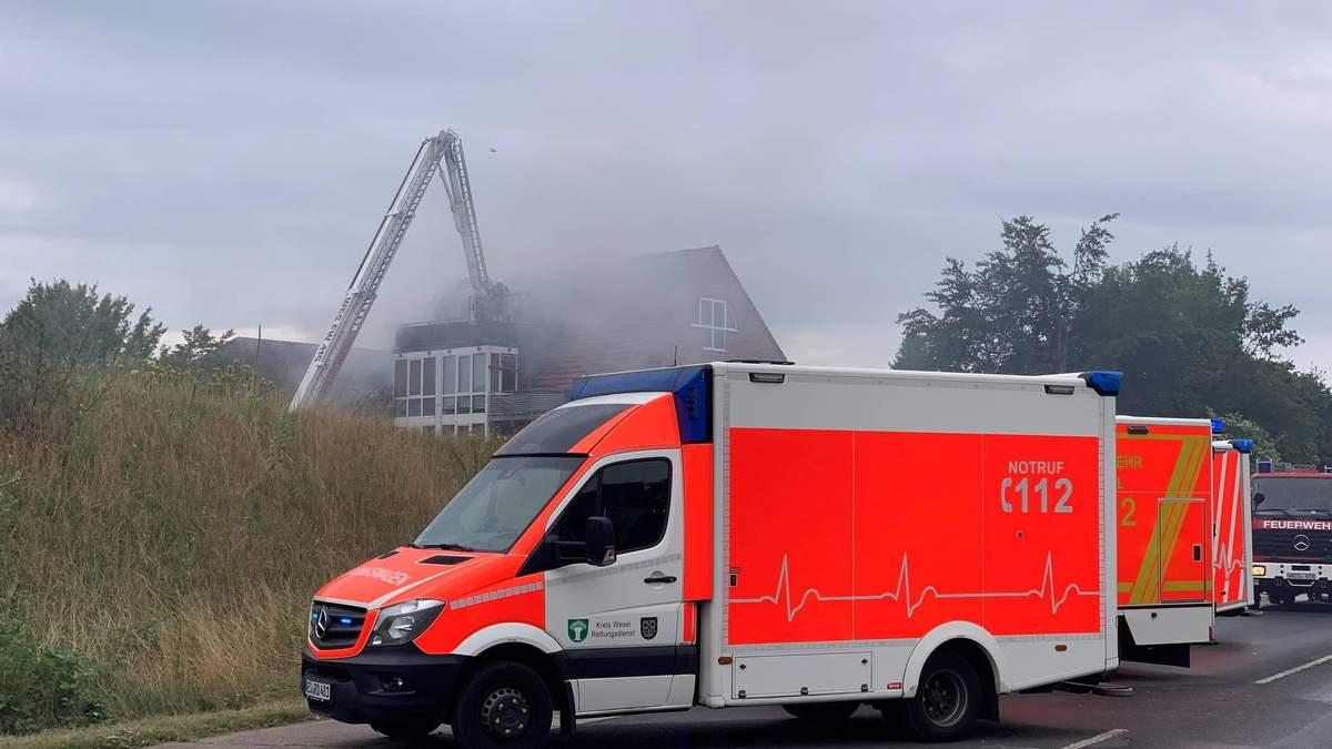 У місті Везель (Німеччині) літак врізався в будинок: багато загиблих і поранених – що відомо