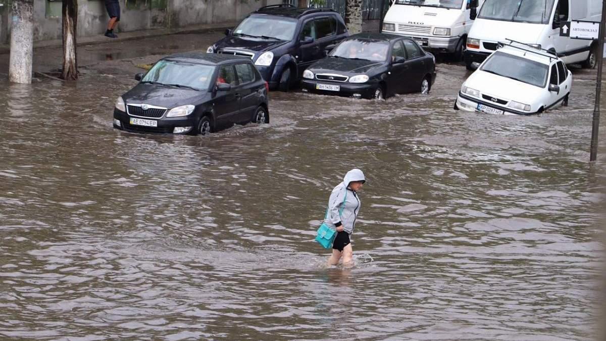 Ливень в Бердянске 27 июля 2020, затоплены улицы: видео