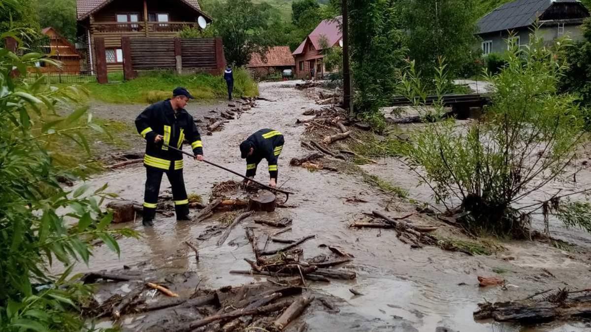 Паводок на Закарпатті 27 липня 2020: затоплено села і мости