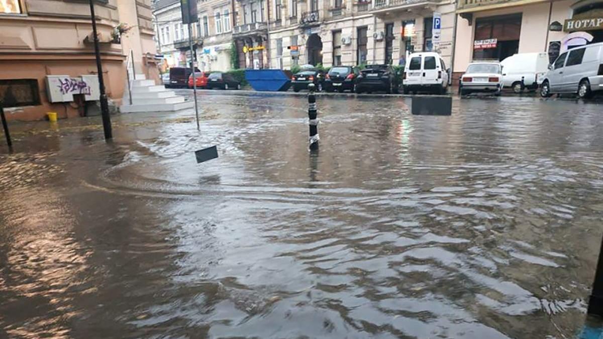 Ивано-Франковск накрыла непогода 27 июля: во что превратились улицы города – фото, видео
