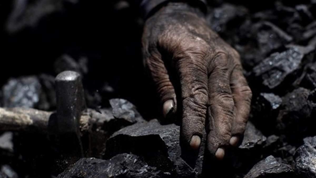 У Новодружеську на Луганщині внаслідок обвалу породи на шахті загинув гірник: чоловікові ув 41 рік