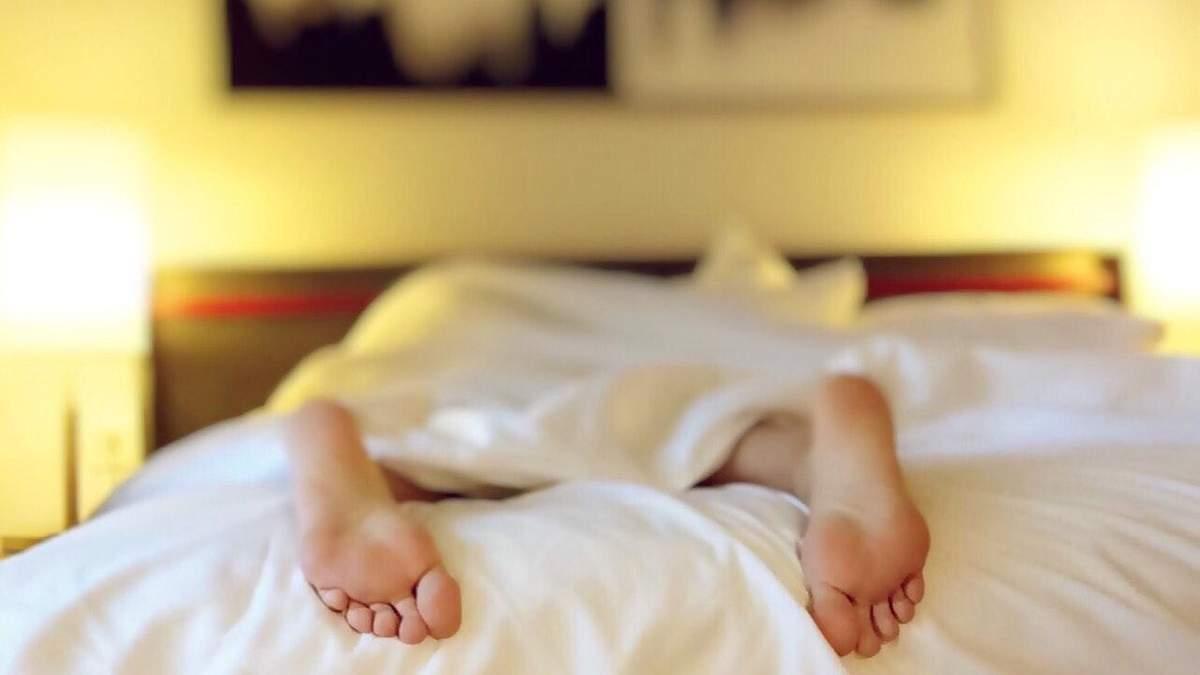 Як заснути у спеку