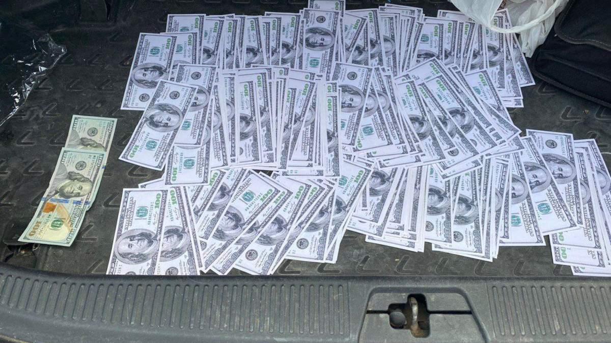 32 тисячі доларів за земельні питання: поліція викрила посадовця-хабарника