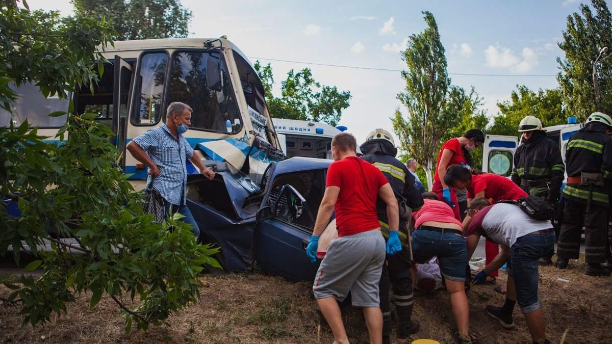 В Днепре ДТП с автомобилем и автобусом 28 июля 2020 - фото