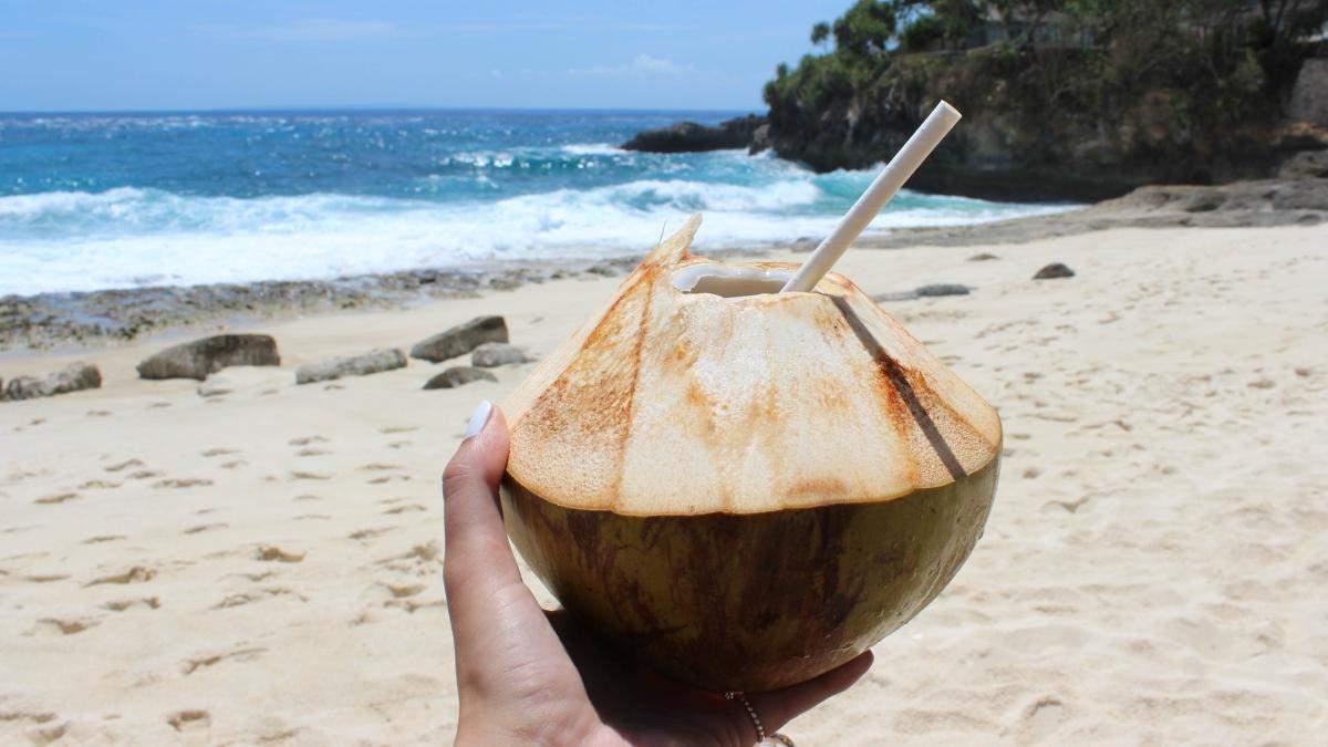 Яка користь кокосової води для шкіри: зволоження кокосовою водою