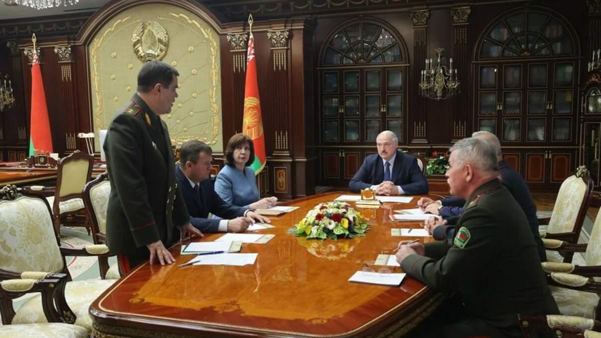 Задачу вызвать послов Украины и России Лукашенко поставил