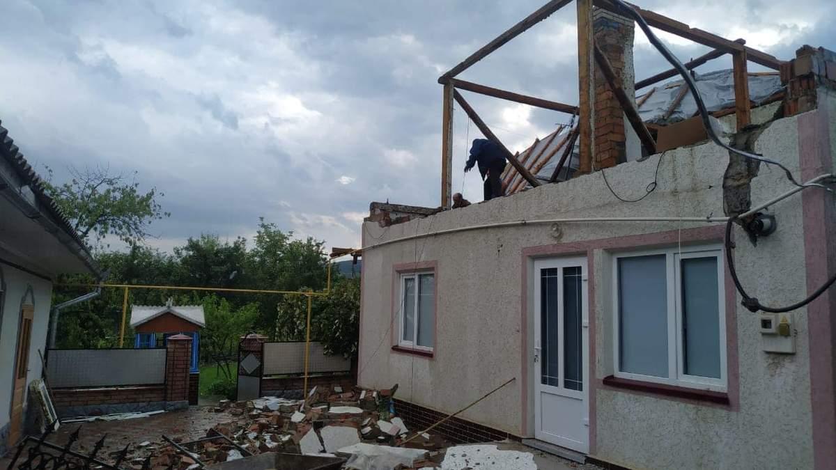 Буря на Буковине 30 июля 2020: снесены крыши, повалены деревья