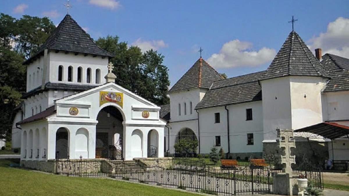 Вспышка COVID-19 в Унивской лавре: заболели монахи