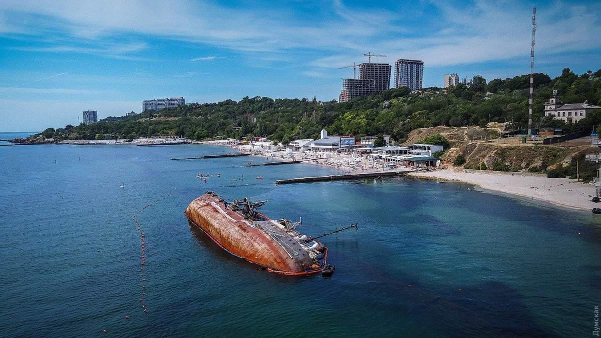 Затонувший танкер Delfi у берегов Одессы