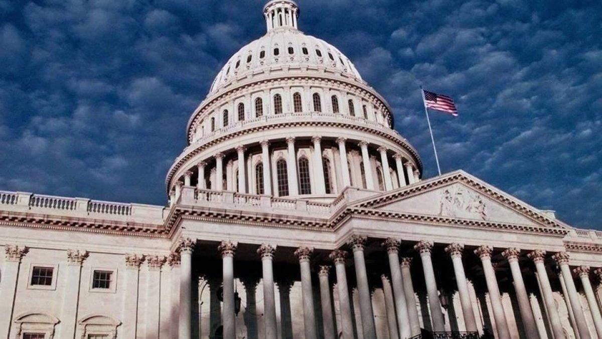 США хоче виділяти Україні 300 мільйонів доларів щороку на військову допомогу