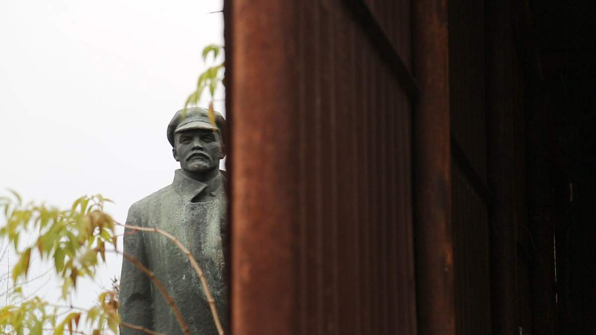 Пока перестройка и Ленин