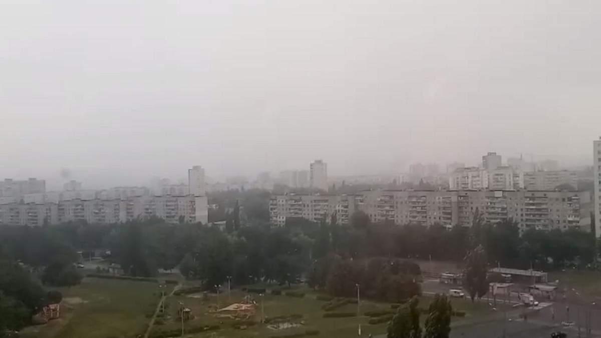 Зливи і вітер в Харкові 31 липня 2020: відео затоплень