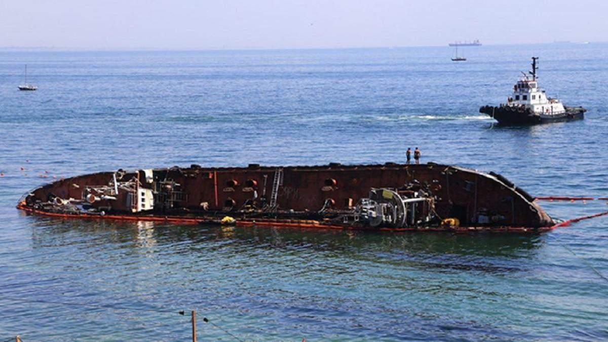 Держекоінспекція не рекомендує розрізати танкер Delfi: які загрози