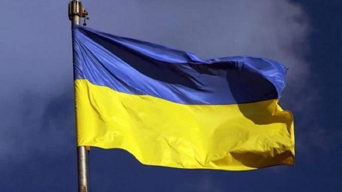 П'яний житель Луганщини спалив прапор України: що йому загрожує