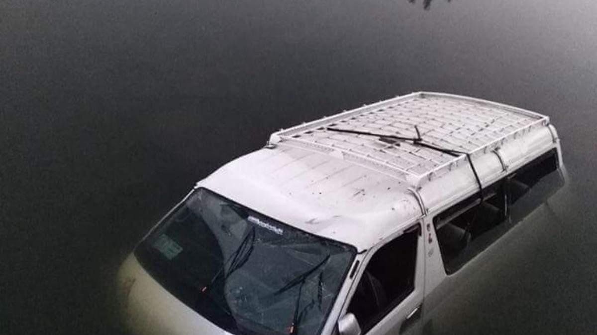У пирамид в Египте автобус упал в канал, погибли 8 человек