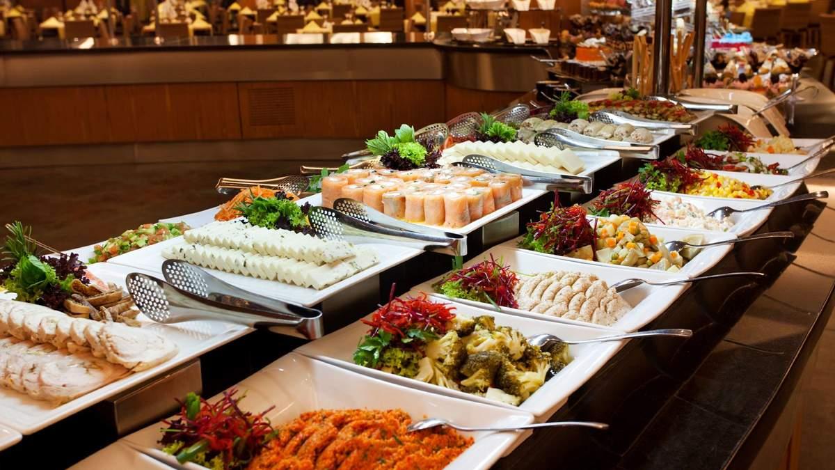 Гости отелей в Турции не смогут самостоятельно накладывать еду со шведского стола