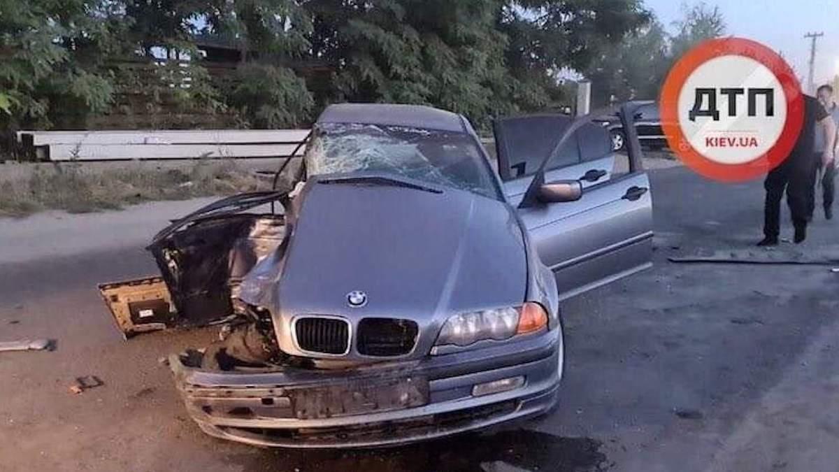 ДТП під Києвом: пасажир загинув, водій, ймовірно, був під наркотиками