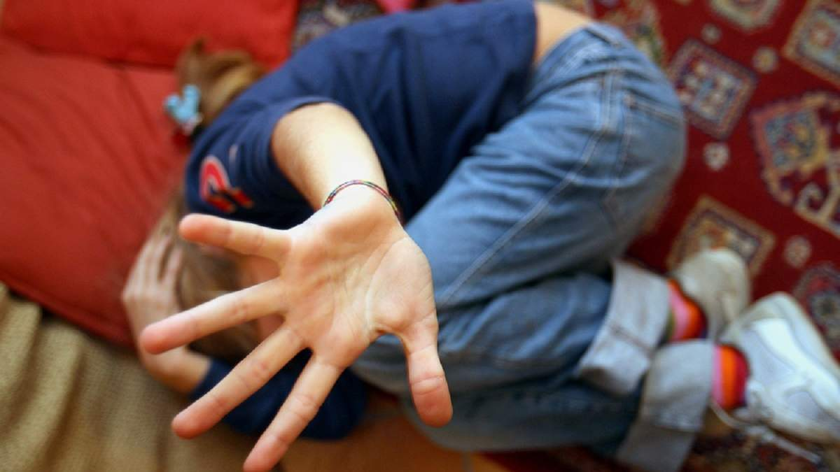 В Сумах группа подростков терроризировала весь микрорайон и насиловала 6-летнего мальчика