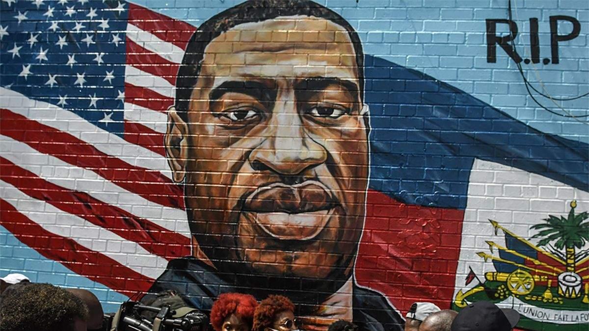 Мемориальный портрет Джорджа Флойда в Бруклине