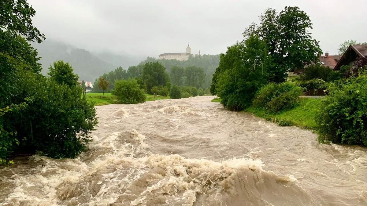 Баварія потерпає від сильних паводків та зсувів ґрунту: фото