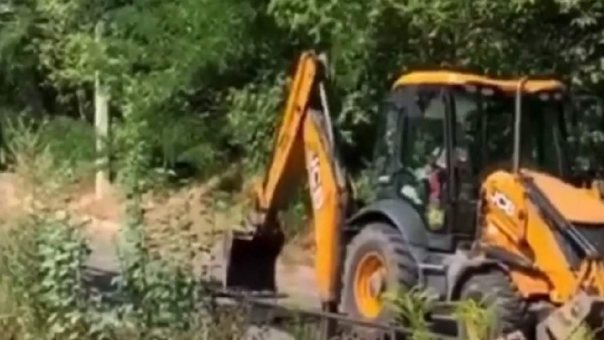 У Києві люди руйнують відремонтовану дорогу, щоб не було шуму – відео
